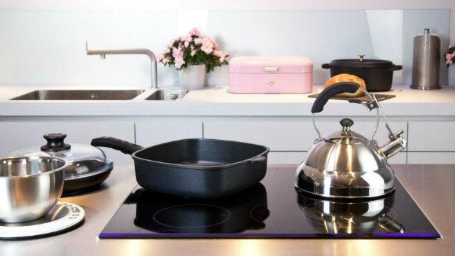 cucina piccola pentola teiera fornelli