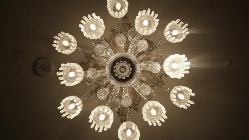 Lampadari da salotto dettagli luminosi in casa dalani e - Lampadari per bagno ...