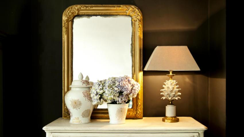 Cornici dorate per specchi