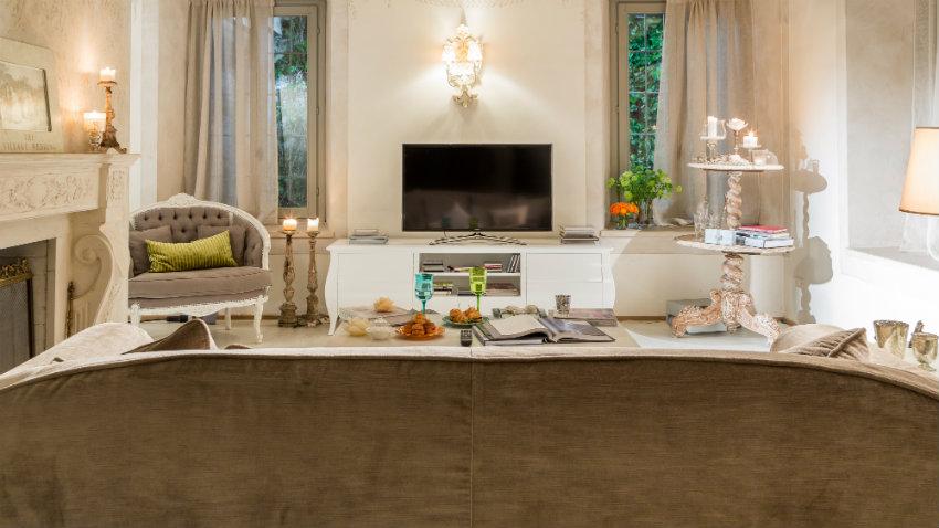Parete attrezzata per soggiorno comoda e di stile for Arredare parete