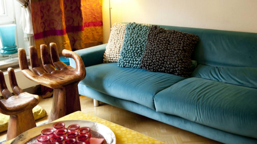 Divani colorati un soggiorno arcobaleno dalani e ora for Divani un divani