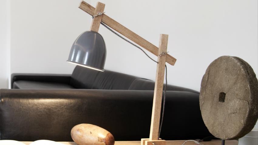 Lampade in legno eleganti giochi di luce dalani e ora westwing - Parete in legno fai da te ...