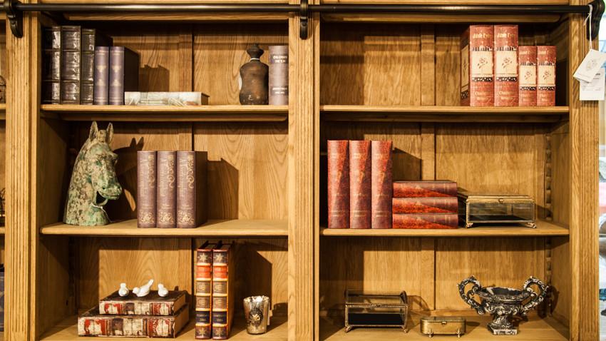 Libreria in legno massello ordine alla cultura dalani e for Libreria a muro bianca