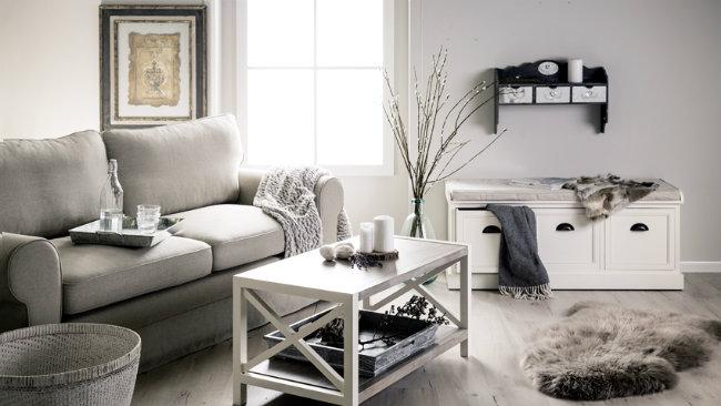 soggiorno grigio tavolino divano cassapanca