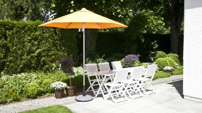 Ombrelloni da terrazzo pomeriggi di relax all 39 ombra dalani e ora westwing - Ombrelloni da giardino offerte ...