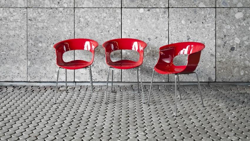 sedie in plastica di design rivisitazioni a colori