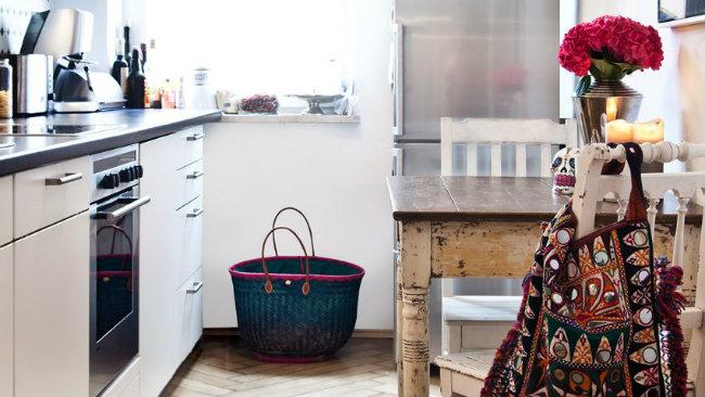 idee per la casa frigorifero cucina tavolino fiori