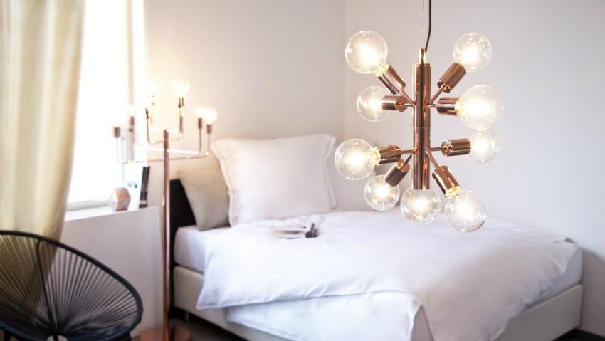 Lampadario cromato eleganti riflessi metallici dalani e ora westwing - Lampadari per camere da letto ...