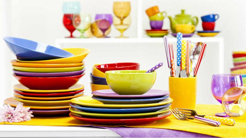 Piatti in ceramica colorati