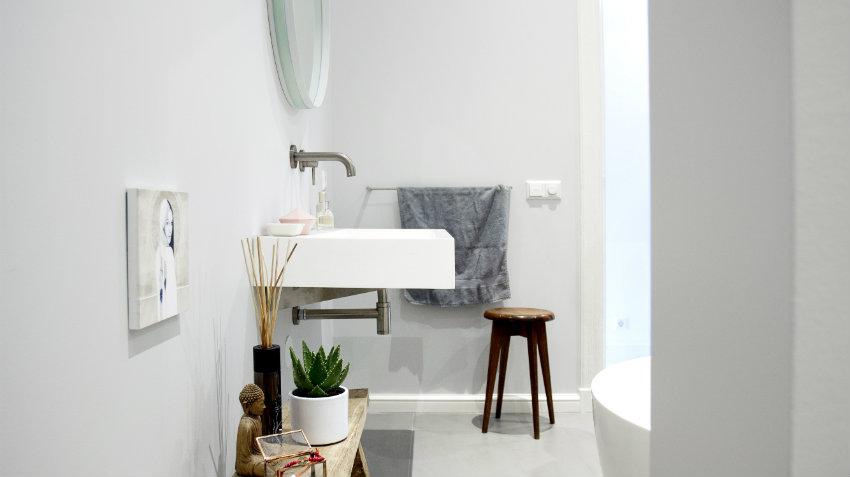 Mobile bagno con lavabo da appoggio puro design dalani e ora westwing - Lampadari da bagno ...