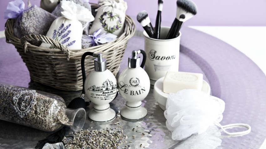 Mobile bagno lilla tinte soft per la stanza del relax for Accessori bagno dalani
