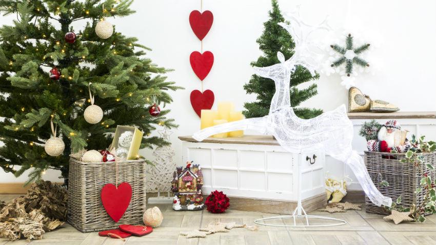 Alberi Di Natale In Legno Addobbati : Albero di natale rosso vivace ed elegante dalani e ora westwing