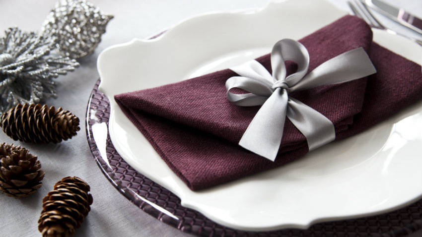 Addobbi natalizi per la tavola per un natale chic dalani e ora westwing - Decorazioni per la tavola di natale ...