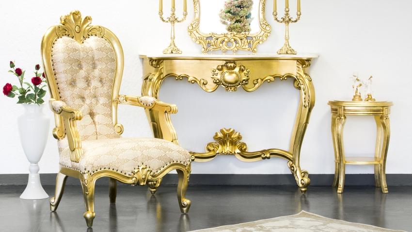 een stijlvol interieur met gouden woonaccessoires westwing