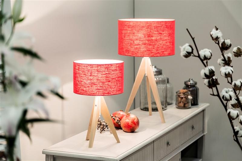 alles mooi verlicht met een rode lamp westwing