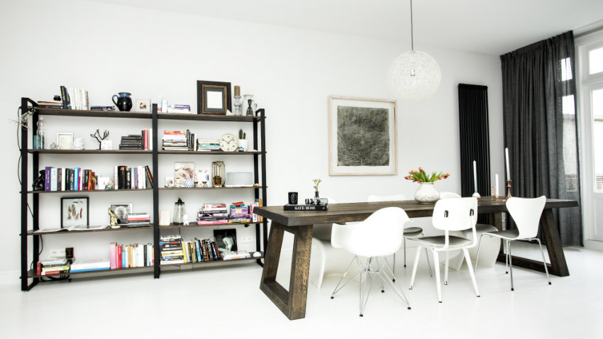 Cre er pit in je interieur met zwarte gordijnen westwing for Ophangsysteem gordijnen