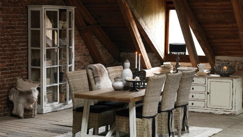 landelijke woonkamer donkere stijl eetkamer kast