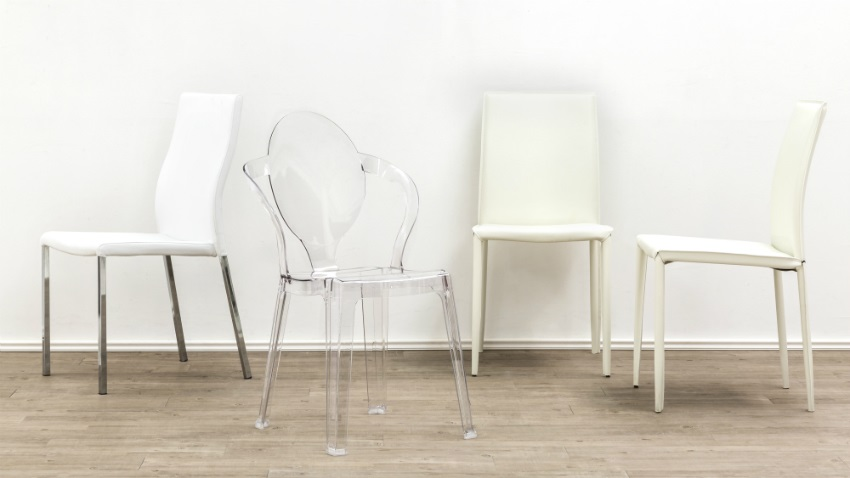 Lijk lekker te zweven op een transparante stoel westwing for Witte eetkamerstoelen op wieltjes