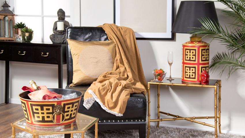 https://cdnm.westwing.com/glossary/uploads/nl/2016/02/chinees-dressoir-leren-fauteuil.jpg