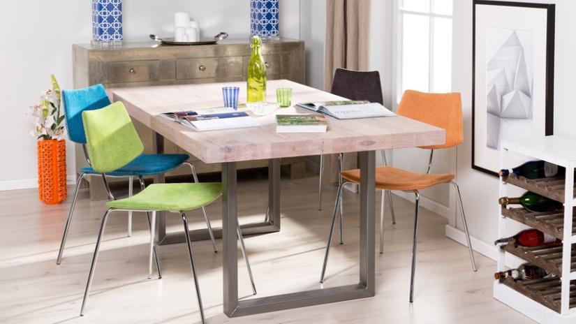 krzesła ze stołem