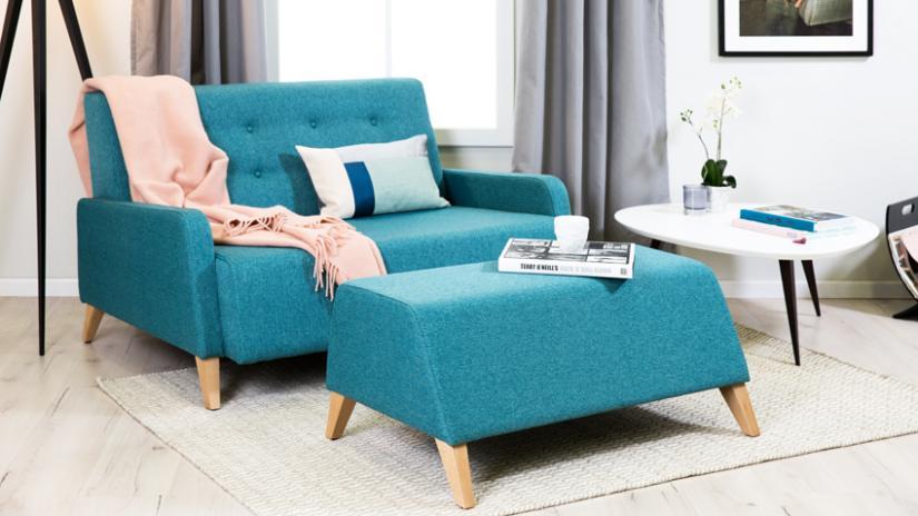 kanapa z podnóżkiem