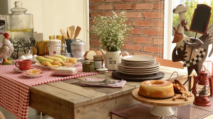 stół kuchenny drewniany