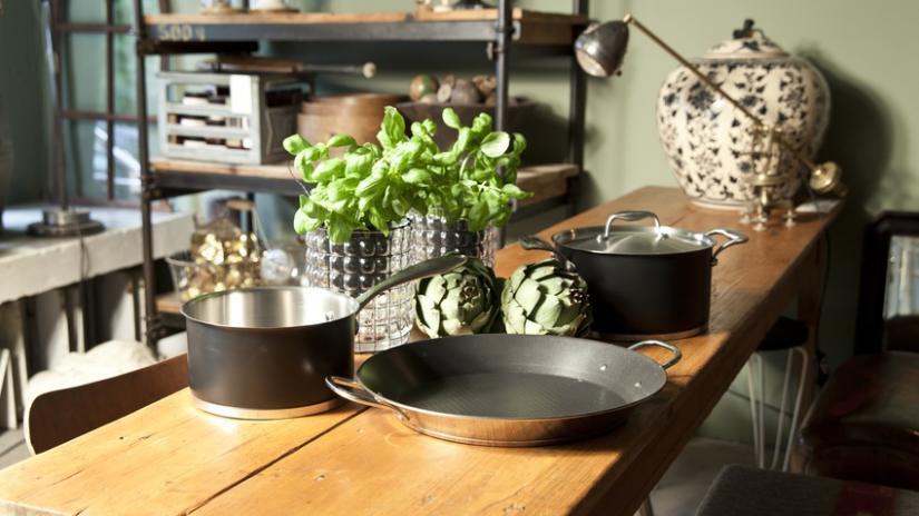 stół kuchenny w stylu rustykalnym