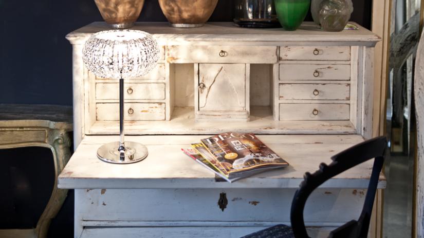 biurko w stylu vintage