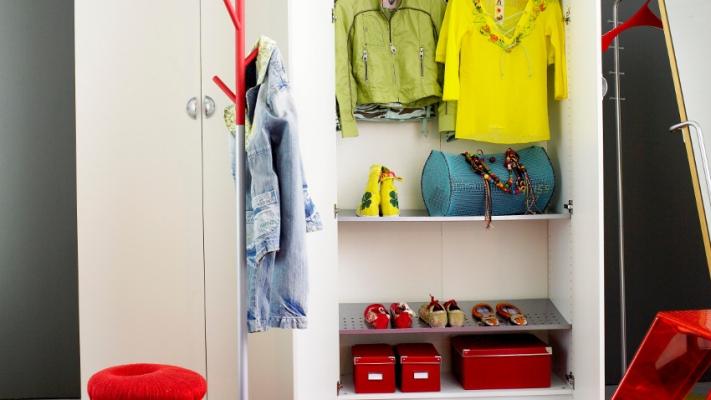 Garderoba z półkami