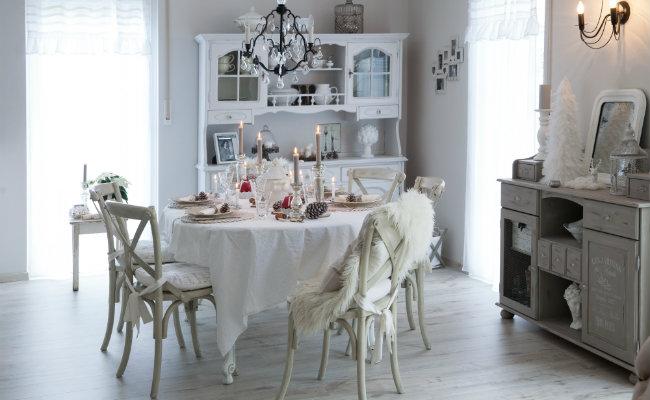 Przytulny salon w stylu prowansalskim