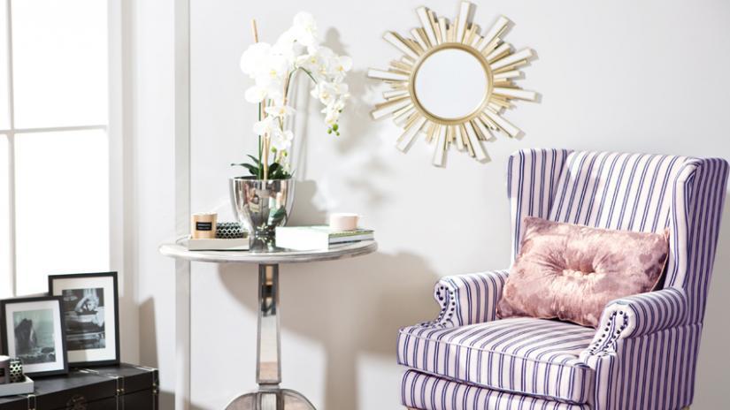 lustro w złotej ramie dekoracyjne