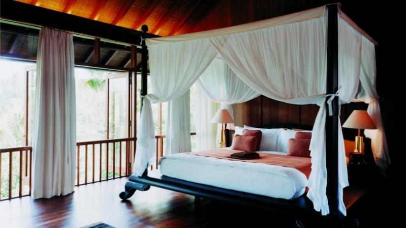 łóżko z baldachimem dwuosobowe