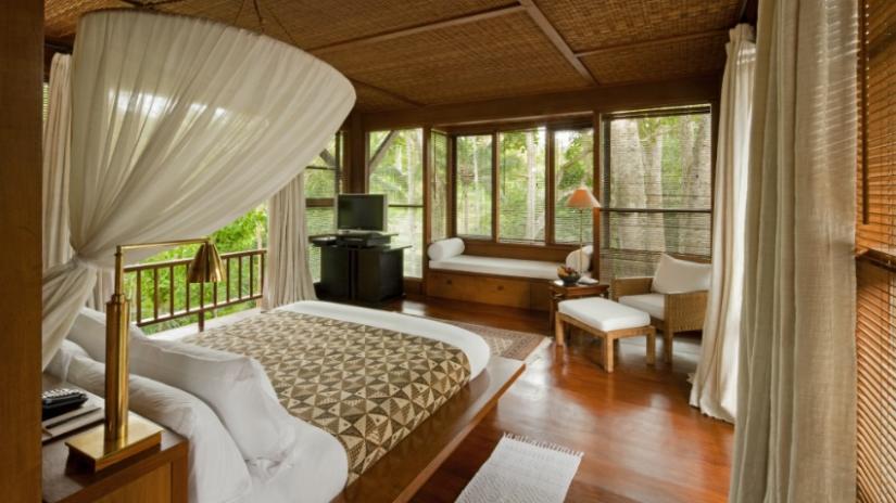 łóżko z baldachimem w stylu orientalnym
