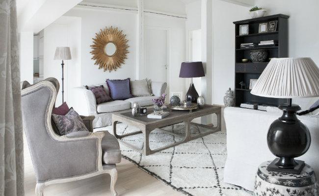 Biały salon w stylu glamour