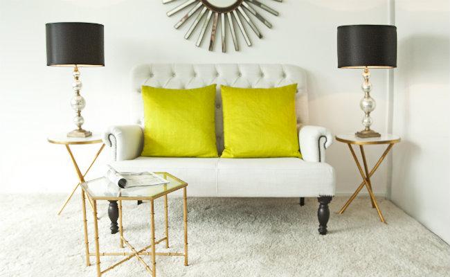 Eleganckie białe wnętrze w stylu glamour