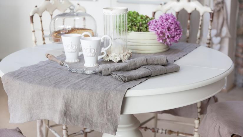 stół biały rozkładany w stylu prowansalskim