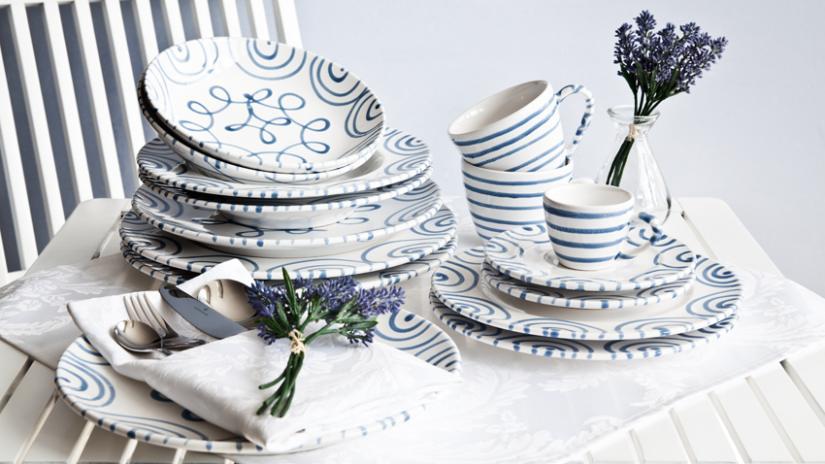 talerze biało-niebieskie