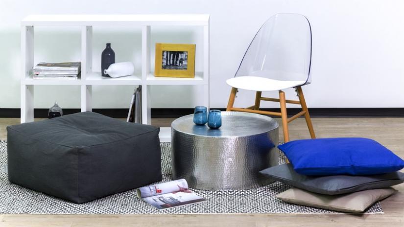 stolik metalowy w stylu nowoczesnym