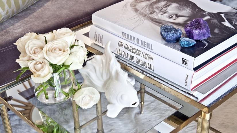 stolik metalowy ze szklanym blatem