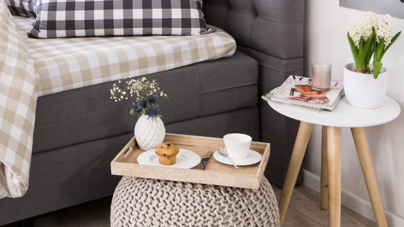 stolik do łóżka drewniany