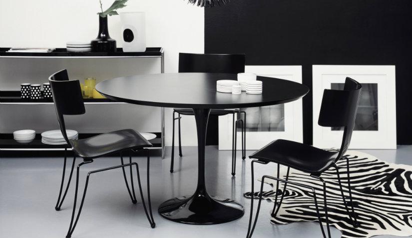 czarny stół na jednej nodze