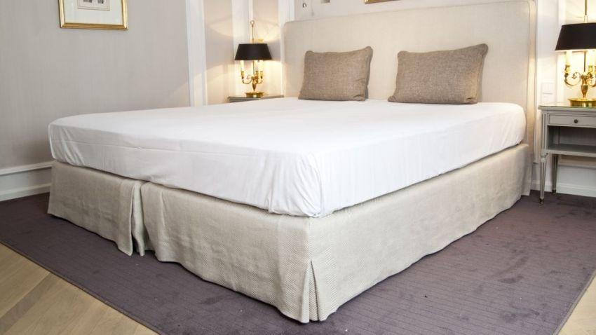 Łóżko białe