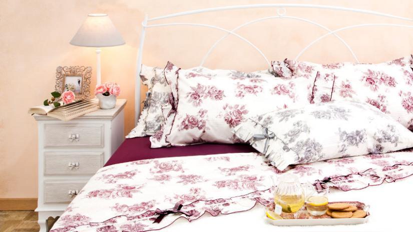 łóżko kute w stylu prowansalskim