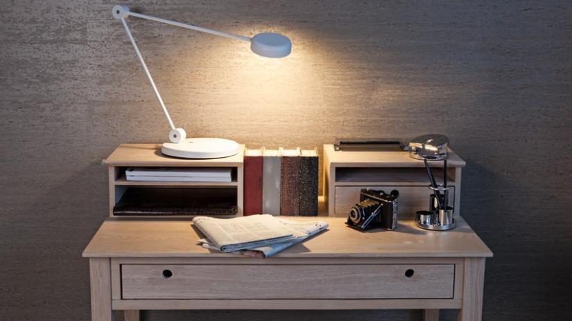 drewniane biurko w stylu skandynawskim