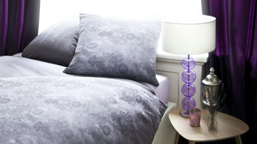 fioletowe zasłony do sypialni