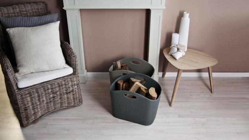 krzesła wiklinowe z poduszkami