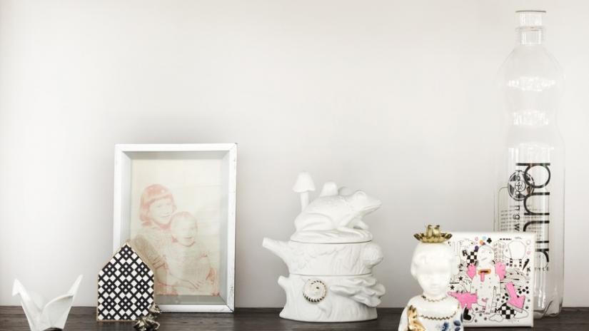 białe ramki na zdjęcia drewniane