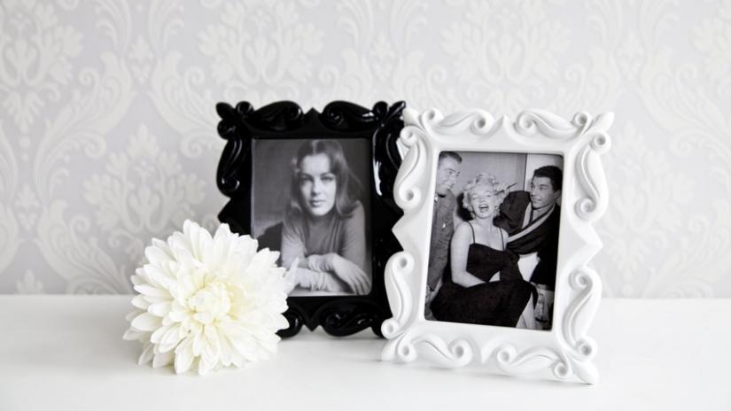 białe ramki na zdjęcia zdobione