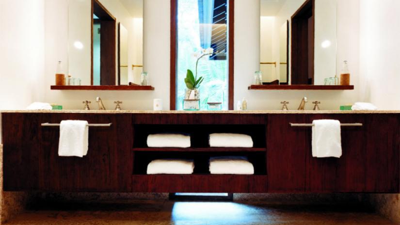 półki łazienkowe pod lustro