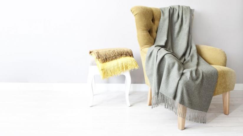 narzuta szara na fotel